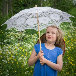 6_girl-and-umbrella