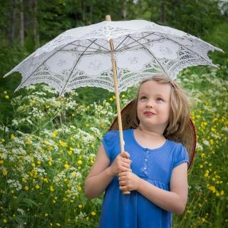 6_girl-and-umbrella